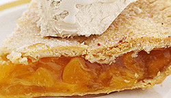 Image of the Blended Peach Pie à la Mode recipe, finsihed